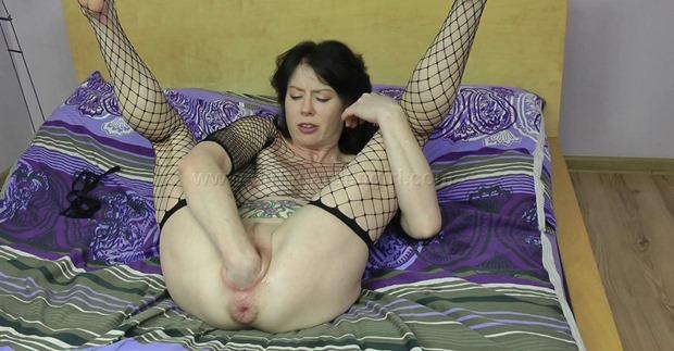 DirtyGardenGirl prolapsing holes